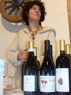 Alessandra Bera durante una degustazione di vini naturali
