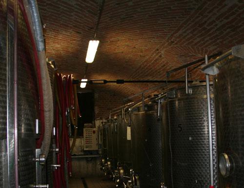 vasche di fermentazione in cantina da Fabrizio Iuli