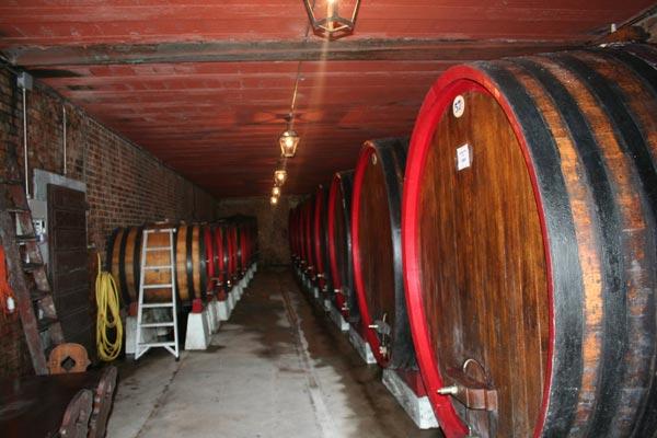 la bottaia dell'antica azienda agricola Trinchero ad Agliano Terme