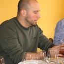 Emanuele che con infinita pazienza ci spiega i suoi vini