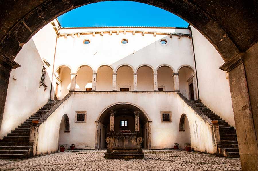 palazzo-fortificato-santucci