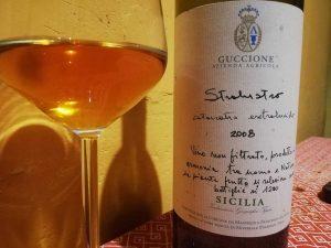 bottiglia e bicchiere di Stralustro di Guccione